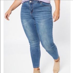NWT SIZE 20 Rue21 Skinny Jeans!
